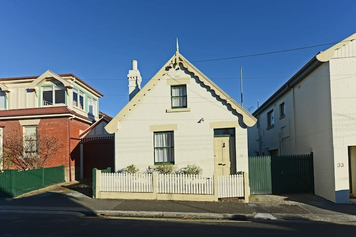 Kelly Street Cottage in Battery Point