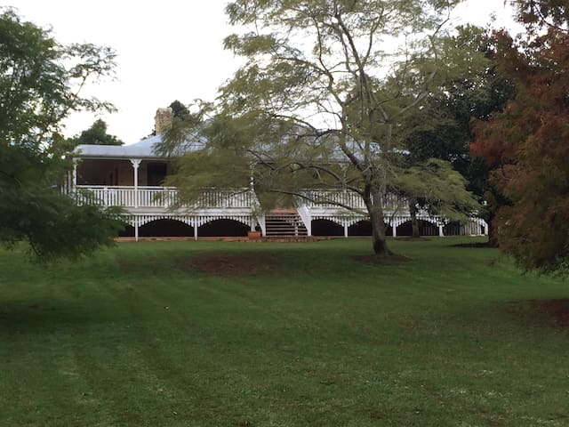 A graceful, colonial style house on 1 acre