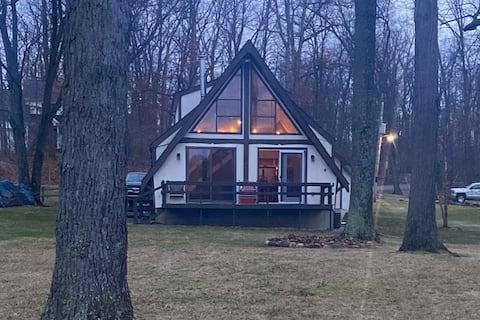 A-Frame Cottage on Lake Minifenokee
