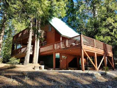 Family-friendly, cabin-style home w/ WiFi, wrap-around deck, and gas fireplace!