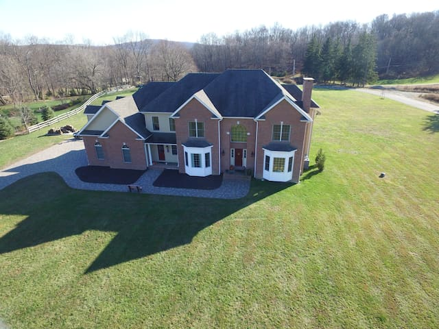 Upscale Country Near Mountain Creek Ski Resort - Lafayette Township - Hus