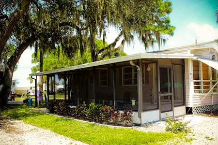 Frog Creek RV Resort - Kayak/Canoe - Tropical Pool - Palmetto - Bungalow