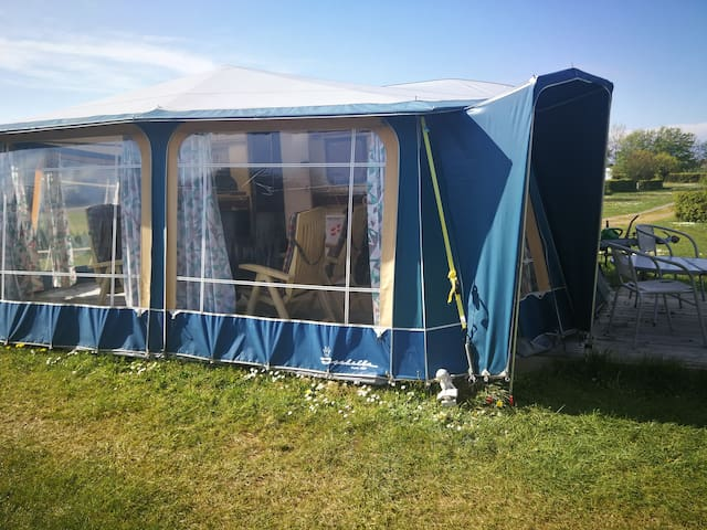 Hyggelig campingvogn ala mormors kolonihave hus