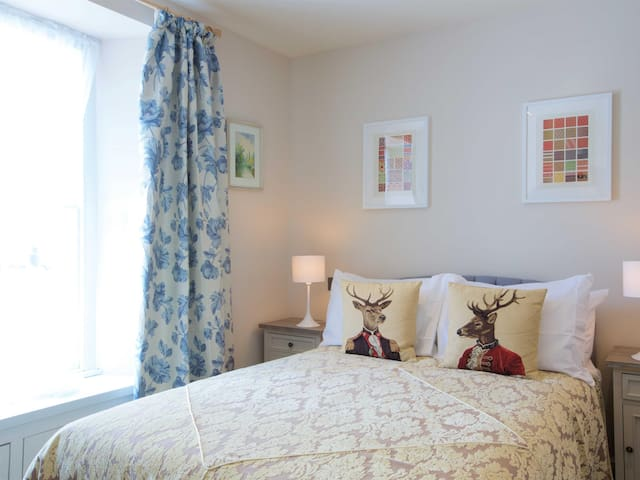 Double room budget at 32 Townhouse