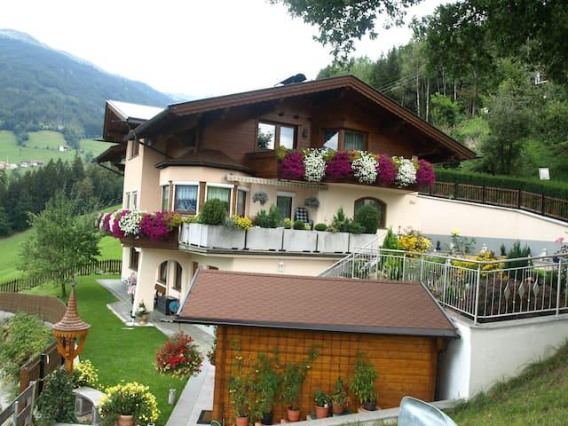 FerienWohnung mit Bergpanorama - Stummerberg