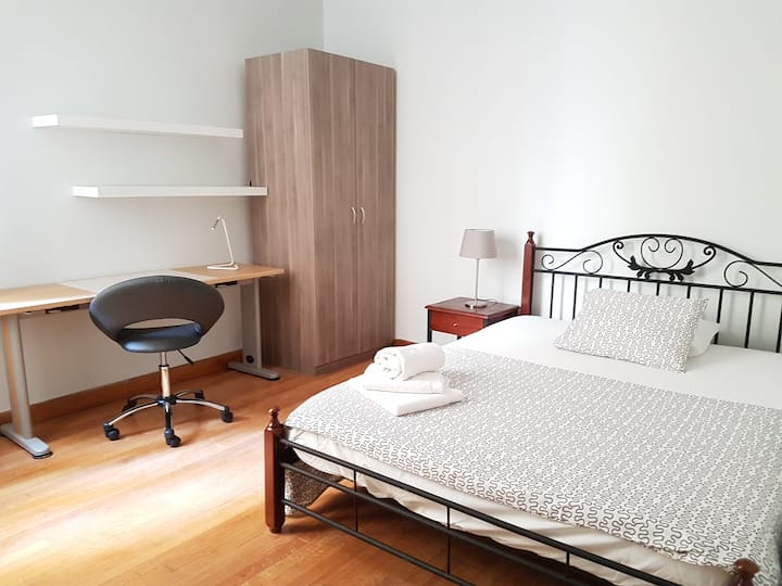 Taupe Room 4