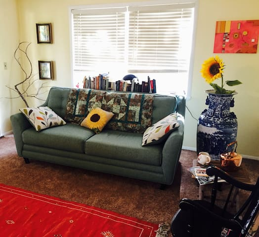 Whimsical Home >15 Min From UCF, Florida Hosp East