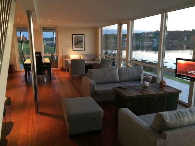 Fantastisk fritidsbolig med unik beliggenhet - Lysøysundet - Huis