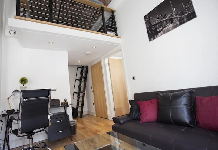 Modern One Bed Central Apartment