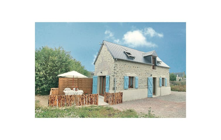 Holiday cottage with 2 bedrooms on 54 m² in Brucheville