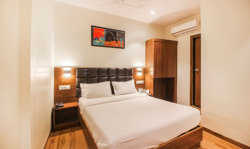 PREMIUM STAY NEAR BKC AND AIRPORT