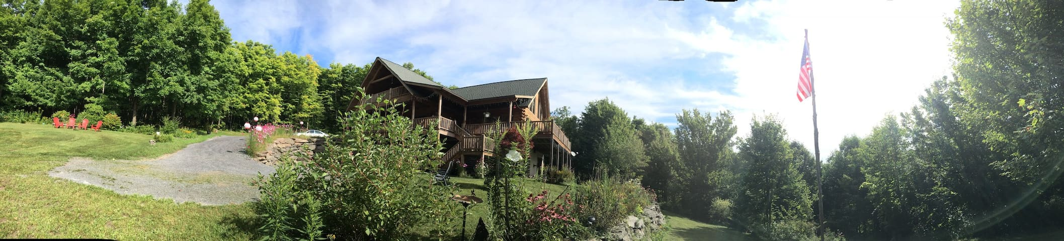 Catskill Contemporary Log Home! - Ski or Hike