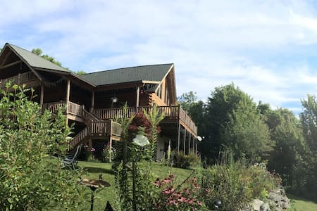 Catskill Contemporary Log Home! Ski or Hike - Pine Hill - 独立屋