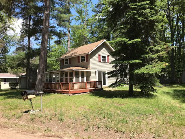 The Nest -Remodeled, close to town, lake & trails!