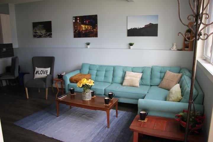 New and Modern Suite in Beautiful Neighborhood
