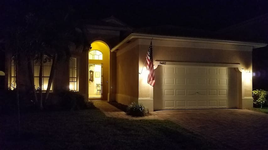 1 bedroom - twin bed; gated community - Fort Pierce