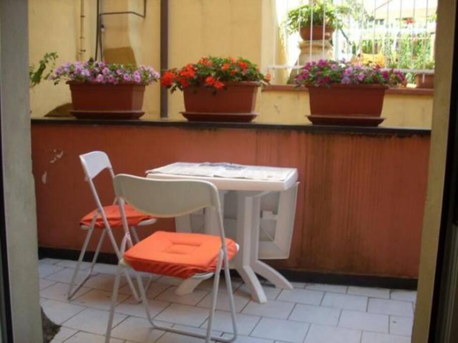 Il terrazzino vivibile, possibilità di mangiare all'esterno