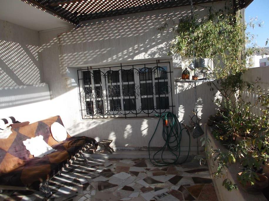 la terrasse privée donnant sur le jardin
