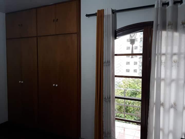 Suite  varanda , frigobar /microondas -Butantã USP