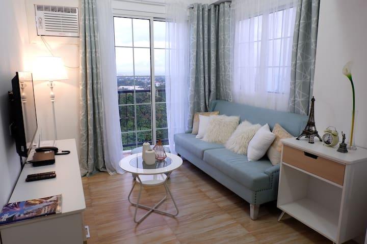 Cozy spacious condo w/ Wifi, Cable, Netflix