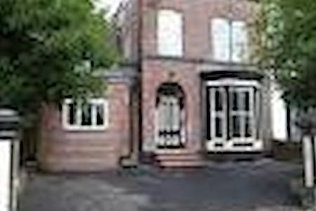Full modern flat in Victorian house - Eccles