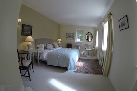 Lovely spacious bedroom and a 'superb' breakfast. - Clifden
