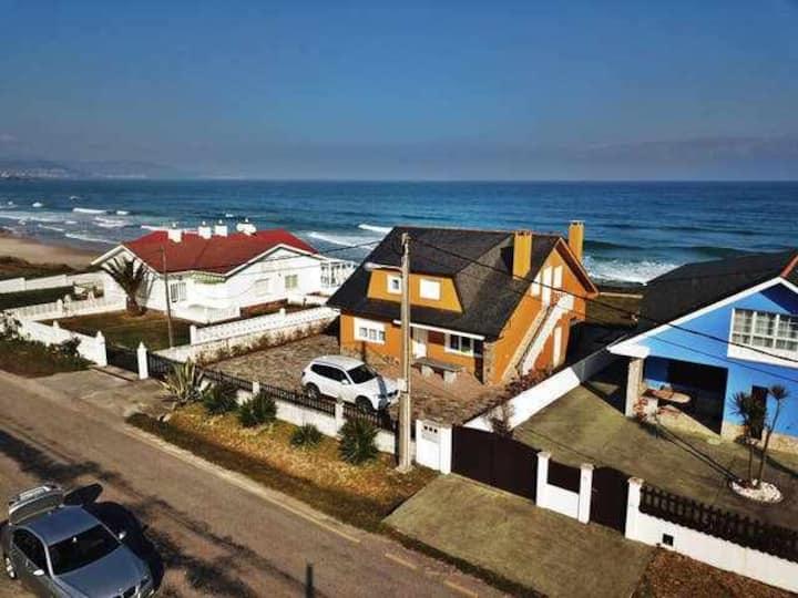 Ref. 11994 Casa en 1ª línea de playa con vistas