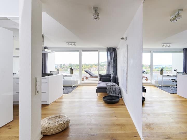 2 Zimmer, toller Blick, neu renoviert, ruhig
