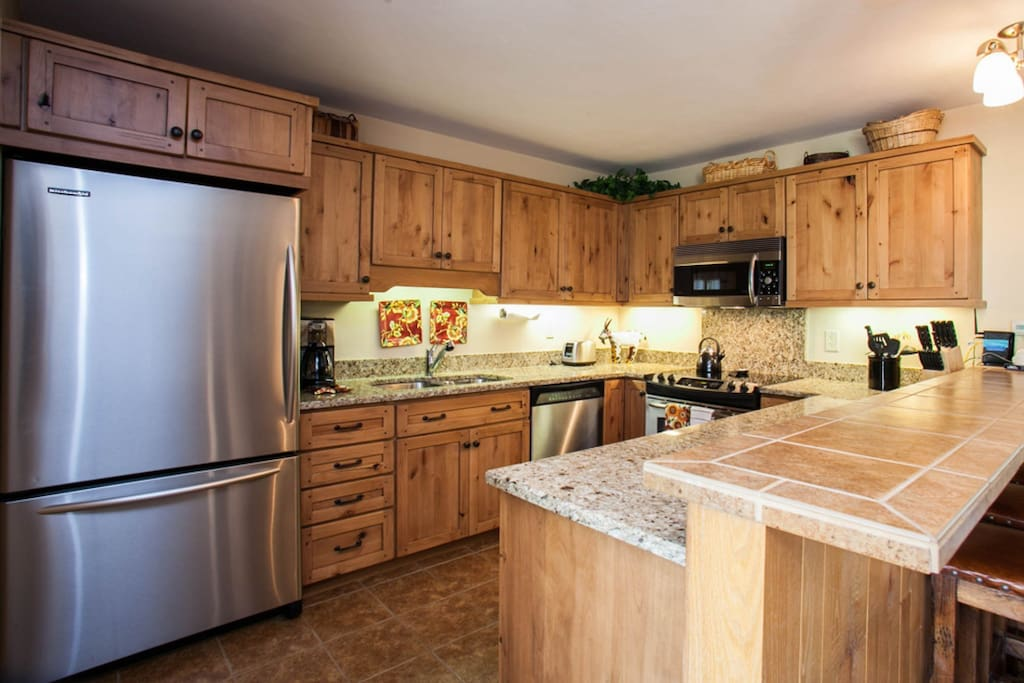 Feel part of the group as you prepare meals in the fully equipped kitchen with granite countertops and stainless steel appliances.