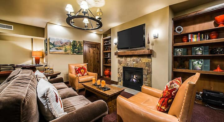 2 Bedroom Presidential Suite -free shuttle service