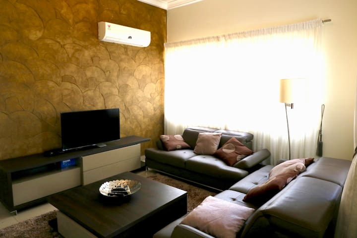 Trendy 2BD duplex apartment in cantonments + Pool