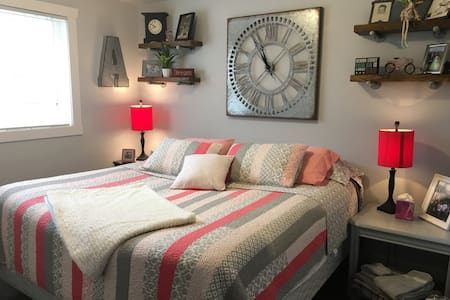 Victorian Woods,  King-Bedroom/Bath (Peach Room)