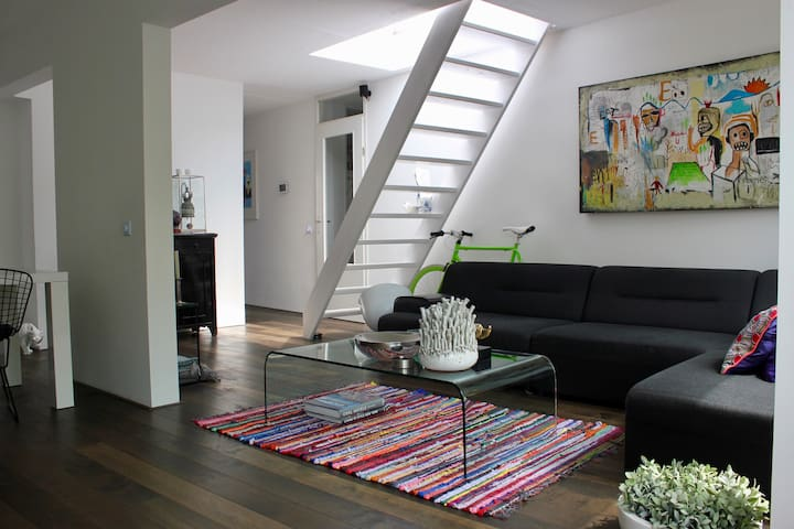 Spacious 2 room apartment (with rooftop terrace)