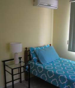 One bedroom private bath Cat Lovers haven near CBD - Yeronga - Квартира