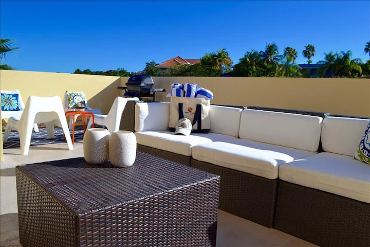 Villa Primera | Private Rooftop with Grill and Hammock | Sleeps 6