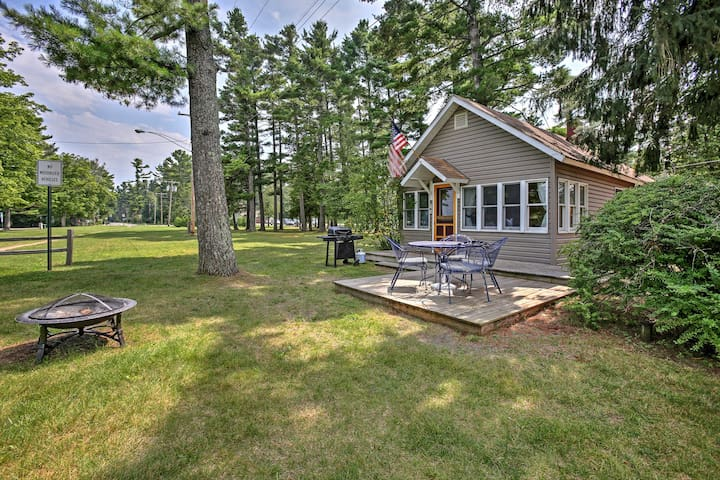 'Bayview Cottage' Suttons Bay Cottage w/Fire Pit!