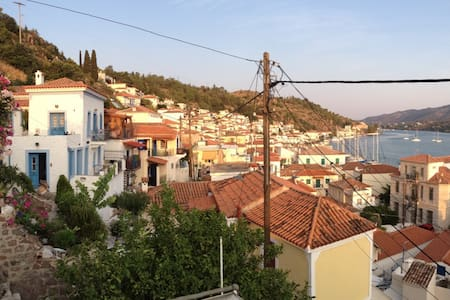 Beautiful renovated historical house in Poros town - Poros