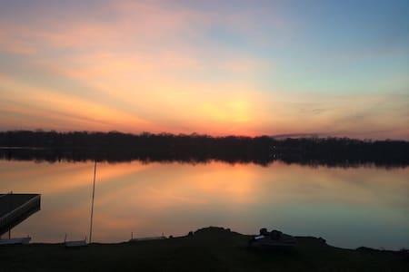 Lakeside Getaway - Lake Villa
