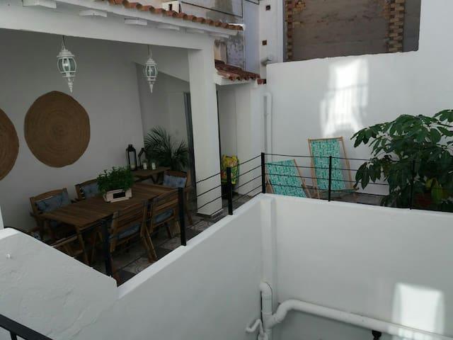"""Patio Español """"Sunny Yard"""""""