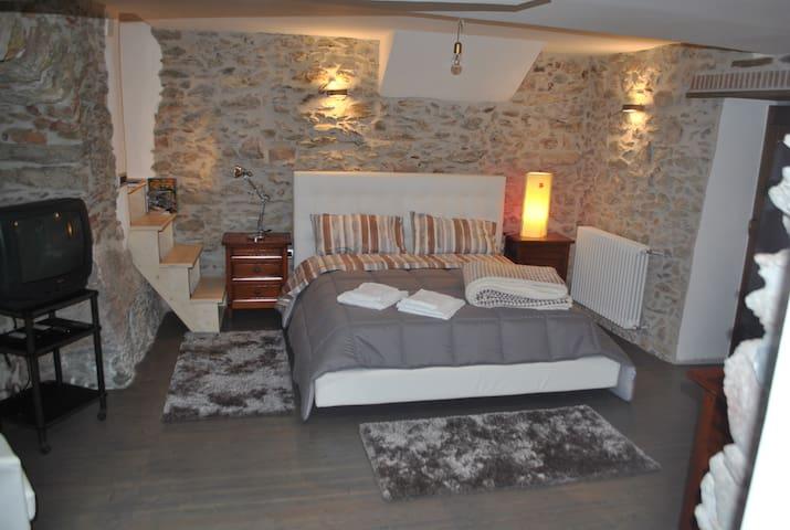 Bed&Breakfast, centro storico quartiere medievale; - San Marco D'alunzio - Pousada