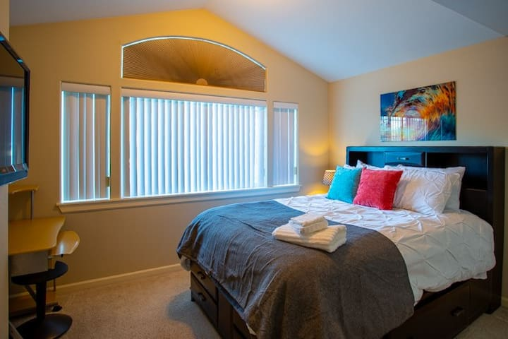Bedroom 2 of 4 with 40 in smart tv and desk.