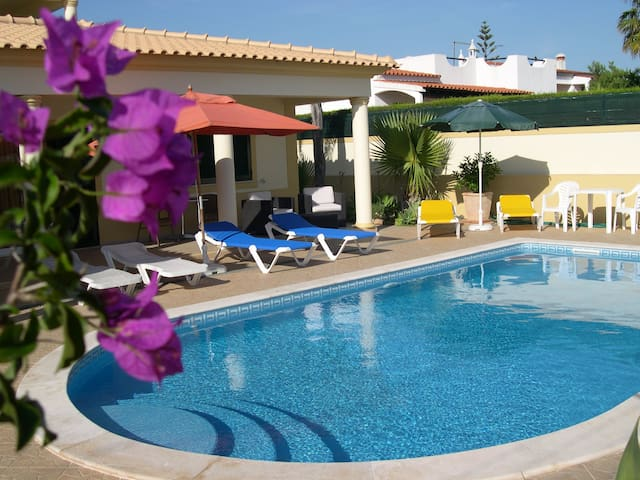 Double Bedroom with a Private Bathroom ( AIR CON ) - Albufeira
