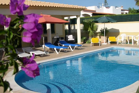 Double Bedroom with a Private Bathroom ( AIR CON ) - Albufeira - Villa