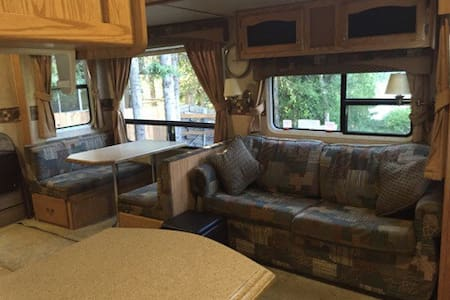 Charming Luxury RV on the Kenai River - Camper/RV