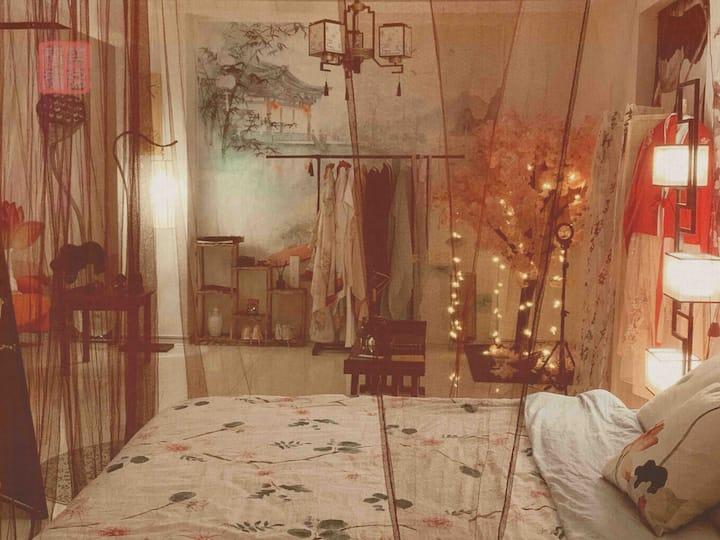 【虹·莲】汉服古风宫廷大床房。华祥锦绣泽园小区近三峡大学、cbd。可聚会、摄影、汉服体验、自助入住。