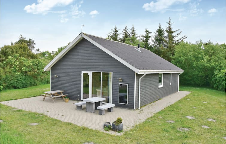 Holiday cottage with 3 bedrooms on 75m² in Vemb