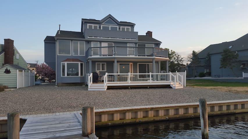 Studio 88 Riverfront Getaway