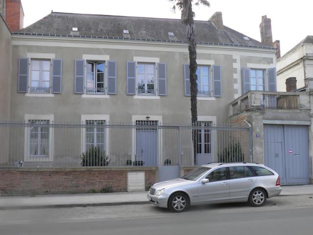 Grande Maison de caractère (plus de 200m2) - Château-Gontier - Townhouse