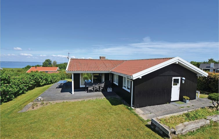 Holiday cottage with 3 bedrooms on 85 m² in Asperup