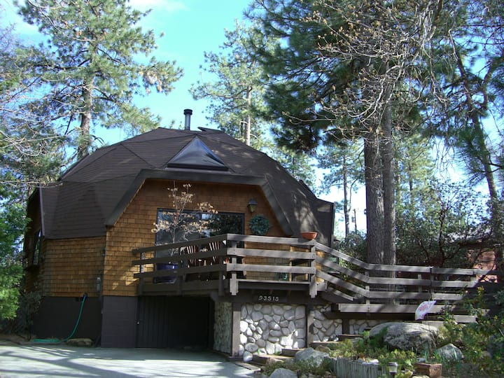 Ridge Dome-One of a kind dome cabin with a hot tub